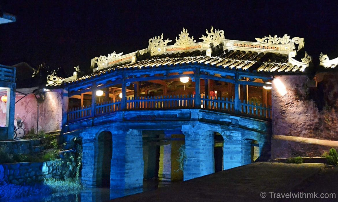 24 hours in Hoi An, Vietnam, Japanese Bridge by night © Travelwithmk.com