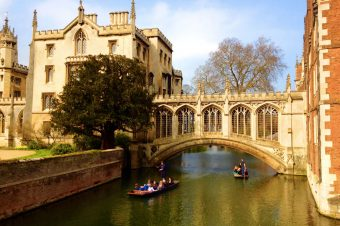 Exploring Cambridge University with a prospective student