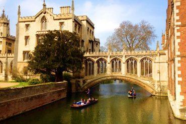 Exploring Cambridge University with a prospective student