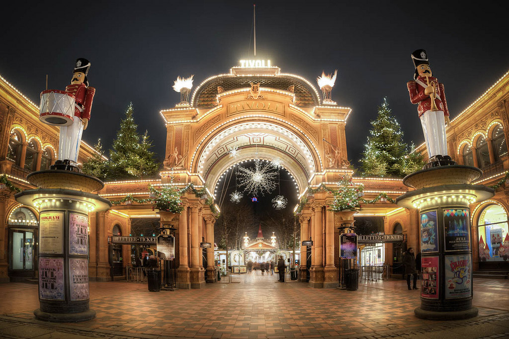 Kopenhagen Must See : christmas in tivoli gardens a fairytale land in copenhagen travel with mei and kerstin ~ Yasmunasinghe.com Haus und Dekorationen